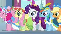 Main 5 in coronation attire S03E13