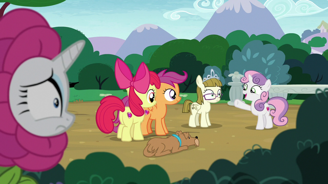 File:Rarity overhearing Sweetie Belle's lesson S7E6.png