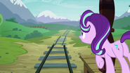 S07E24 Starlight Glimmer czeka na pociąg