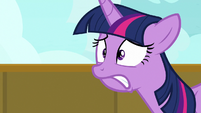 Twilight Sparkle following her mother and brother S7E22