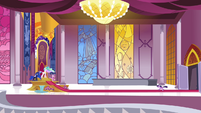 Twilight dashes into the throne room S4E25