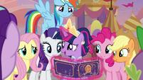 Twilight grateful for her friends' gift S9E26