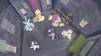 Twilight pacing around while her friends sit in the house S5E02