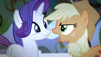 Applejack singing while facing Rarity S4E07