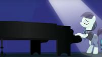 Countess Coloratura Tocando El Piano S5E24
