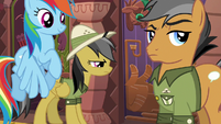 Daring Do studying the door S6E13