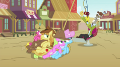 Discord reels in Earth ponies S4E25