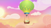 Hot air balloon returning to Ponyville S8E5