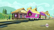 S03E11 Pociąg stojący przy stacji
