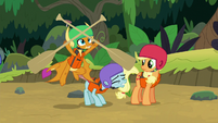 Smolder catches two paddling oars S8E9