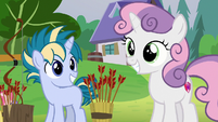 Sweetie Belle and Skeedaddle grinning happily S7E21