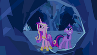 Twilight and Cadance in the crystal caves S2E26