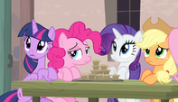 Twilight and friends listen to Sugar Belle S5E1