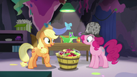 Applejack asks Pinkie Pie to make apple pies S7E23