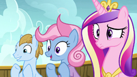 Parent ponies clapping; Cadance looks confused S7E22