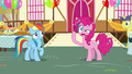 """Pinkie Pie """"I didn't see what you did"""" S7E23.png"""