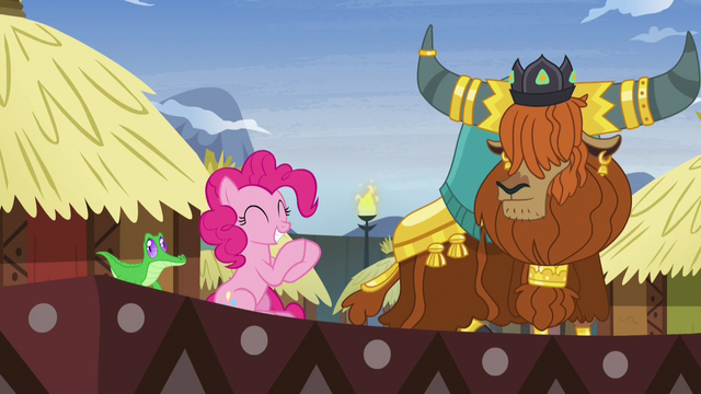 File:Pinkie Pie applauding Prince Rutherford's story S7E11.png