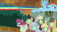 Rainbow Dash flies over Sombrafied ponies S9E2