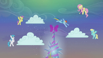 Rainbow Dash jumping to another cloud S06E08