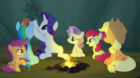 Rarity making Twilight-shaped shadow puppetry S7E16