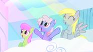 S01E16 Merry May, Rainbowshine i Derpy