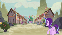 Starlight Glimmer approaching Our Town S6E25