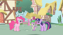 Twilight says --Um, hello-- to Pinkie S1E01
