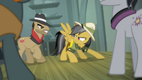 Daring Do facing the thugs S4E04
