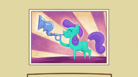 Picture of a pony blowing a crystal flugelhorn S3E01