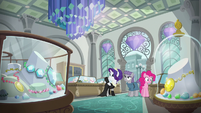 Pinkie, Maud, and Rarity in a jewelry store S6E3