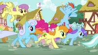 Ponies running through Pinkie S4E12