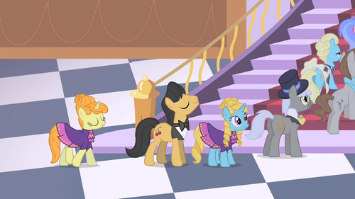 Queue of ponies by the castle stairs S1E26