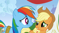 Rainbow Applejack chuckling S01E13.png