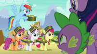 Rainbow and CMC offer cookies to Twilight and Spike S6E15