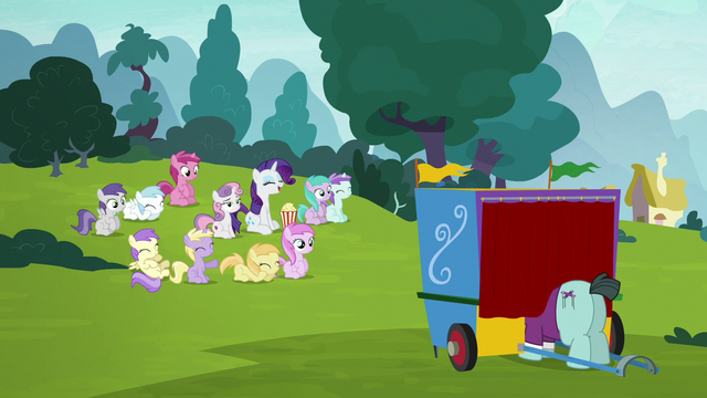 File:Rarity, Sweetie Belle, and fillies watching the puppet show S7E6.png