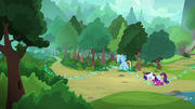 Rarity catches up with Rainbow Dash S8E17