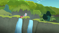 Sweetie Belle sings from top of the cliffside S8E6