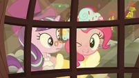 The Spirit of Hearth's Warming Presents winks at Snowfall S06E08