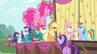 Twilight catches Pinkie with her magic S4E14