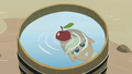 Applejack cute laugh S01E05.png