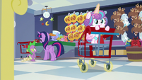 Flurry magically pushing the cart forward S7E3