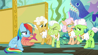 Gold Horseshoe Gals annoyed with Applejack S8E5