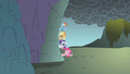 Pinkie Pie waving S01E07.png