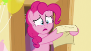 Pinkie holds the paper S5E19