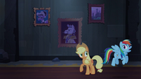 Rainbow floats past Applejack S4E03