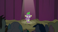 Spike standing before the audience S8E7