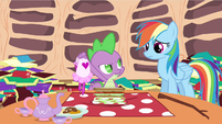 Spike wear aprons S2E21