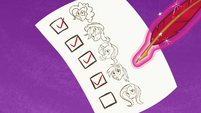 Twilight's friends on her checklist S7E2