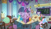 Twilight singing overtop Rarity's lesson S8E1