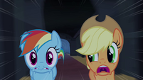 Applejack e Rainbow Dash correndo T4E03